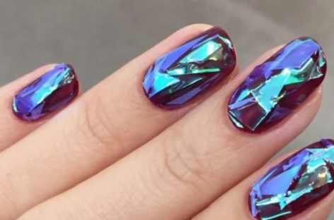 Efeito de vidro quebrado é a nova tendência para as unhas