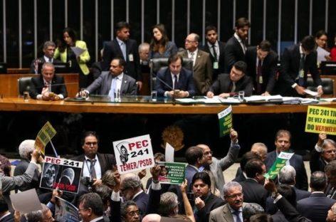 Senado aprova PEC do Teto em 2º turno por 53 votos a 16