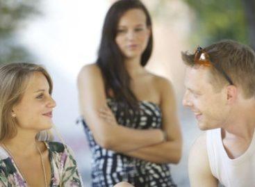 3 motivos farão você desistir de investigar se ele já ficou com as amigas do grupo