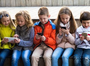 Exposição da criança à tecnologia deve ser orientada e supervisionada pelos pais
