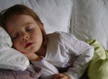 Cuidado com as crianças que se deitam tarde! É um perigo para elas! Pais leiam isto!