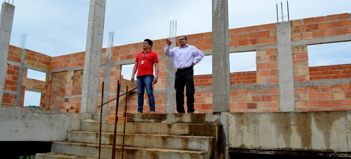 Secretário de Educação visita espaços de futuras escolas