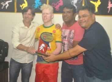 Judoca Thiego Marques de Parauapebas é premiado em Belém