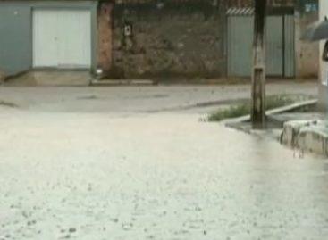 Chuva duradoura provoca alagamentos em Parauapebas