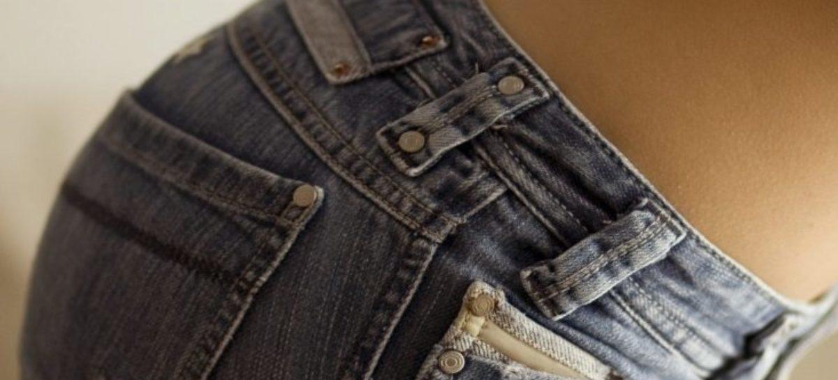 Jeans skinny e mais 4 itens de moda são ligados à dor nas costas