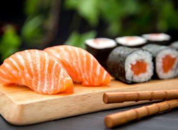 Moda da comida japonesa aumentou casos de doença causada por parasita: veja estudo