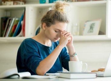 Como a TPM, a gravidez e a menopausa interferem na sua memória