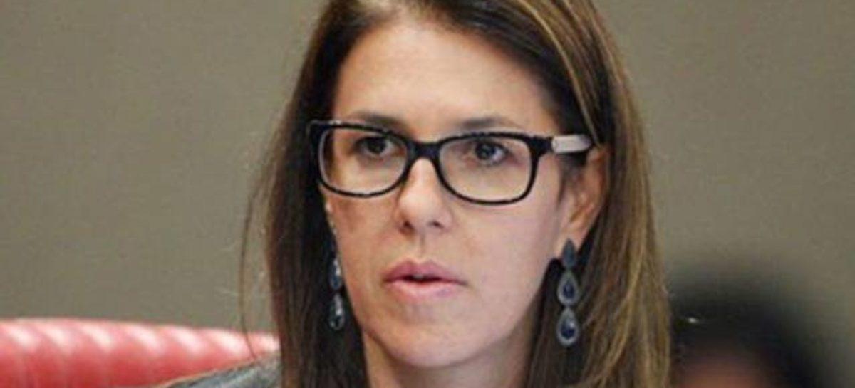 Ex-ministra cobra paridade entre homens e mulheres em eleições