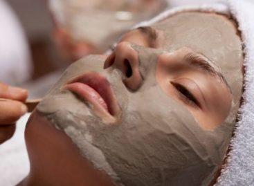 Máscara de limpeza caseira anti-inflamatória: aprenda receita que leva café moído
