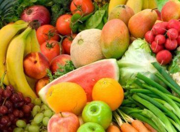 Nutricionista recomenda alimentação equilibrada e hidratação durante verão