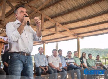 Deputados Gesmar Costa e Márcio Miranda participam da cerimônia de doação da madeira da Vale