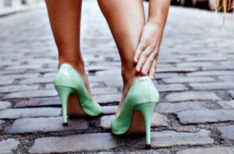 4 exercícios vão te ajudar a andar melhor de salto sem sentir nenhuma dor