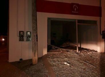 Bandidos explodem caixas e cofres de agência bancária em Sapucaia