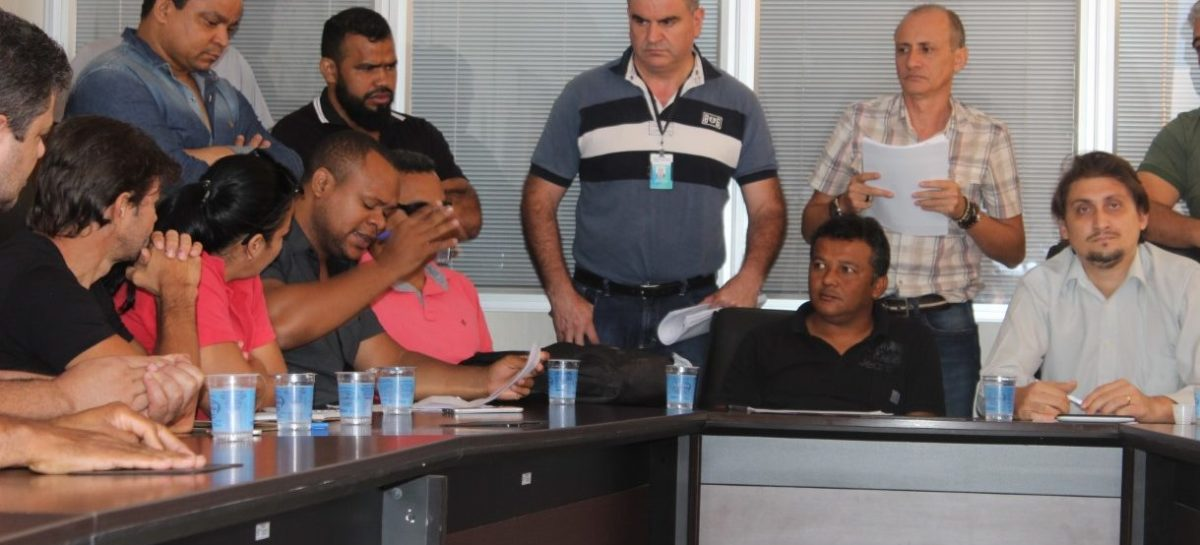 Elias Ferreira recebe representantes de entidades civis
