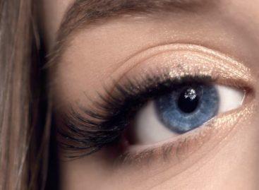 Top 7 truques de maquiagem para ficar com os cílios curvados e longos feito boneca