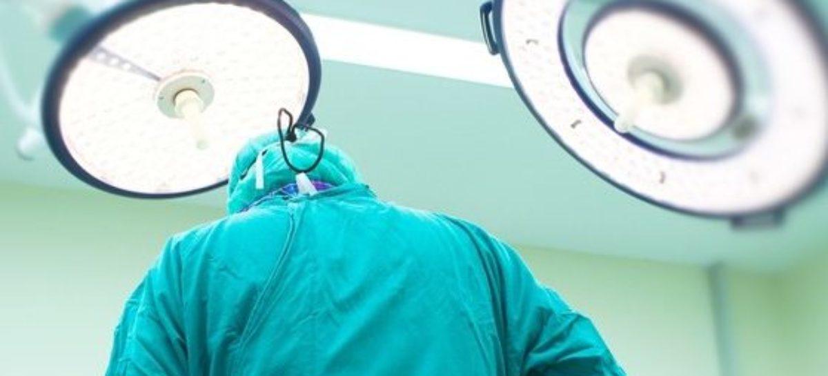 Cirurgia, tatuagem e mais: o que elas podem fazer após um câncer de mama