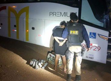 Mulher é presa com 44 quilos de maconha dentro de ônibus