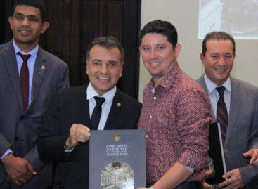 Deputado Gesmar Costa participa de lançamento do livro da Alepa em homenagem a Belém