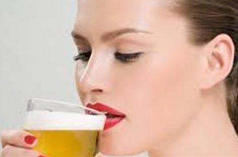 Mulher que toma cerveja é mais feliz e têm menos chances de infartar