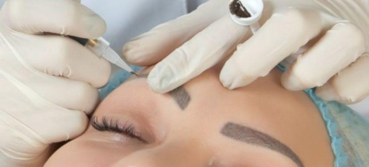 Micropigmentação de sobrancelha dói? Especialista responde e explica como é feita