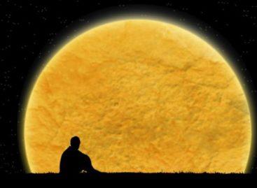 Fim de semana terá 2ª maior Lua do ano graças à aproximação de evento cósmico