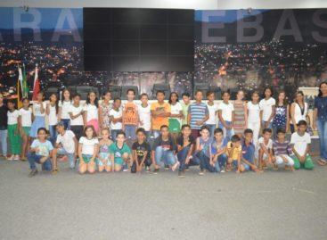 Alunos da Escola Machado de Assis conhecem a Biblioteca Legislativa
