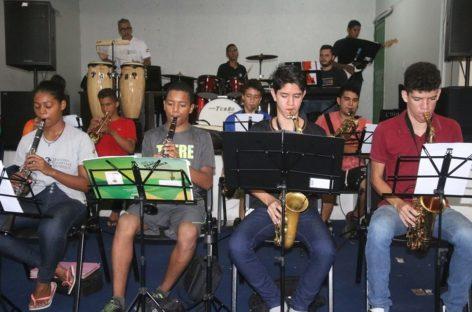 Alunos da Escola Maestro Waldemar Henrique apresentam cantatas e recitais de natal