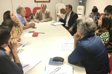 Deputado Gesmar e secretário municipal de saúde de Parauapebas se reúnem com secretário de saúde do Estado