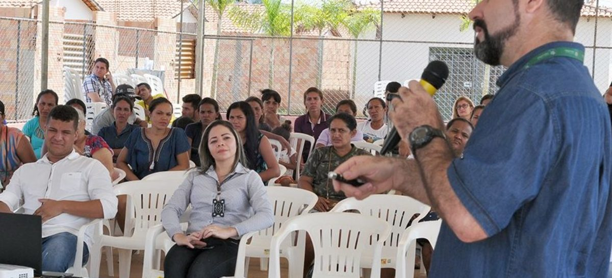Palestras leva educação ambiental para moradores do Residencial Vila Nova
