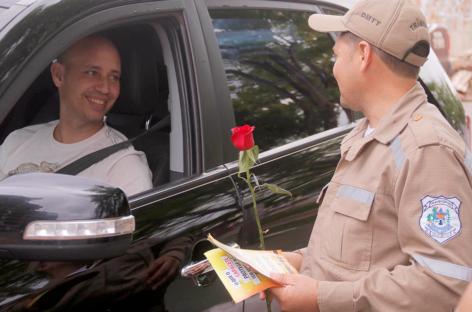 Gentileza no trânsito faz bem e evita acidentes