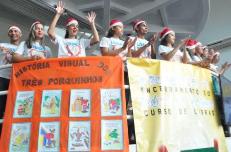Encerramento do curso de Libras é marcado por exposição de Jogos Pedagógicos na Prefeitura