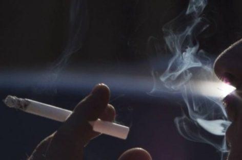 Três em cada cinco que experimentam cigarros se tornam fumantes