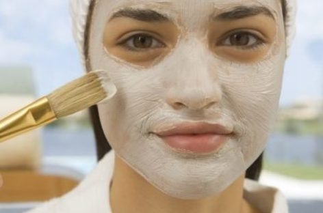 Máscara de bicarbonato e vinagre de maçã contra manchas e cicatrizes