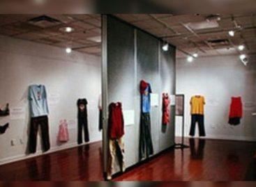 Exposição traz roupas de vítimas de estupro pra desmentir que 'a culpa é da mulher'