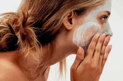 produtos que dermatologistas JAMAIS passariam no rosto